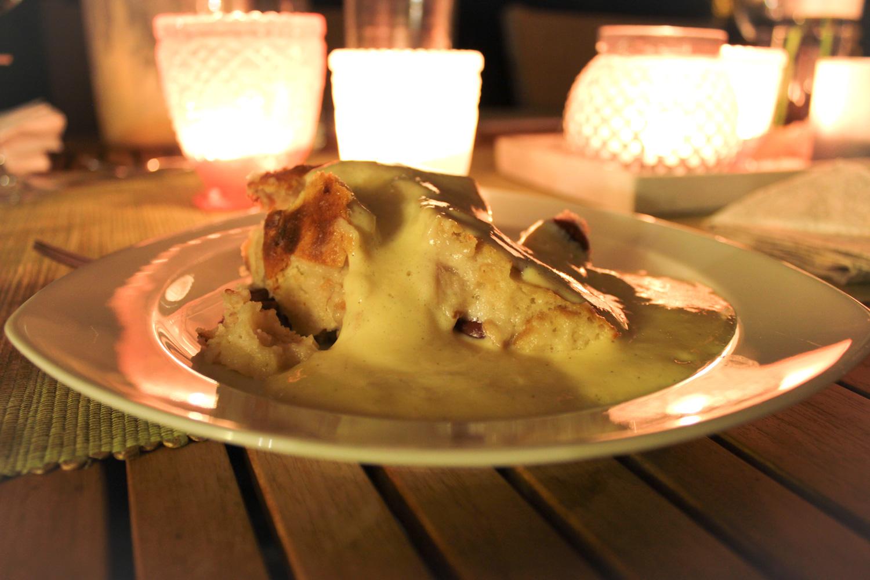 Kirschenplotzer Kuchen vom Grill mit Vanillesoße