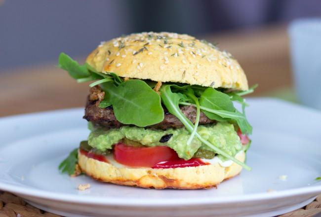 Selbst gemachte Burger Patties und Buns